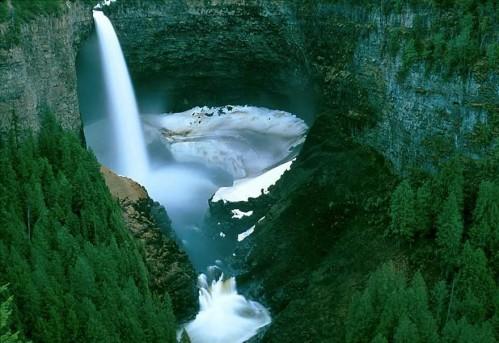 Thác nước Helmcken tại British Columbia, Canada.