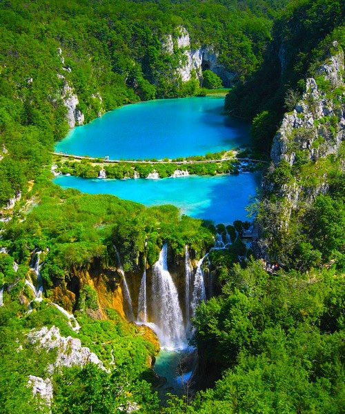 Thác nước tại công viên Plitvice National Park, Croatia (nhìn từ trên cao)