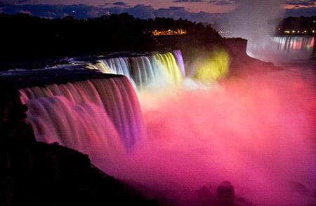 Bữa tiệc ánh sáng ở thác Niagara nổi tiếng.