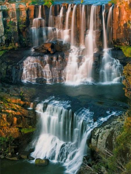 Thác Ebor Falls tại New South Wales, Australia lại thu hút bởi kết cấu từng tầng từng lớp