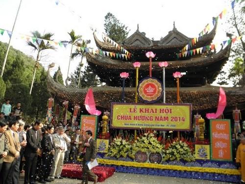 Lễ khai hội chùa Hương.