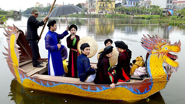 Hát quan họ trên sông ở Hội Lim