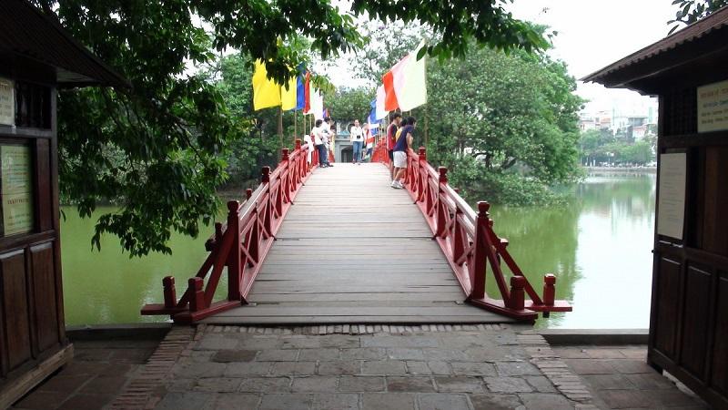 Đền Ngọc Sơn đẹp hài hòa giữa lòng Hồ Hoàn Kiến
