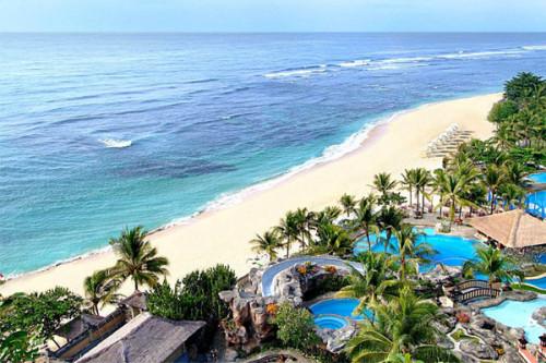 Biển xanh, cát trắng đầy thơ mộng.