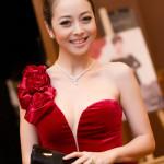 Ngắm vẻ đẹp mặn mà và quyến rũ của bà mẹ hai con Jennifer Phạm