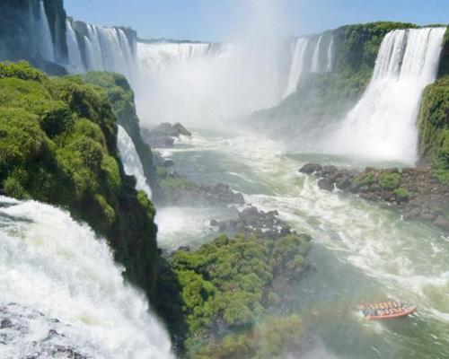 Thác Iguazu trên biên giới Achentina và Brasil