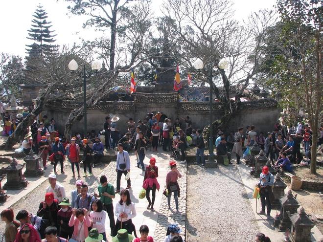 chùa yên tử, lễ hội, người dân, cúng bái