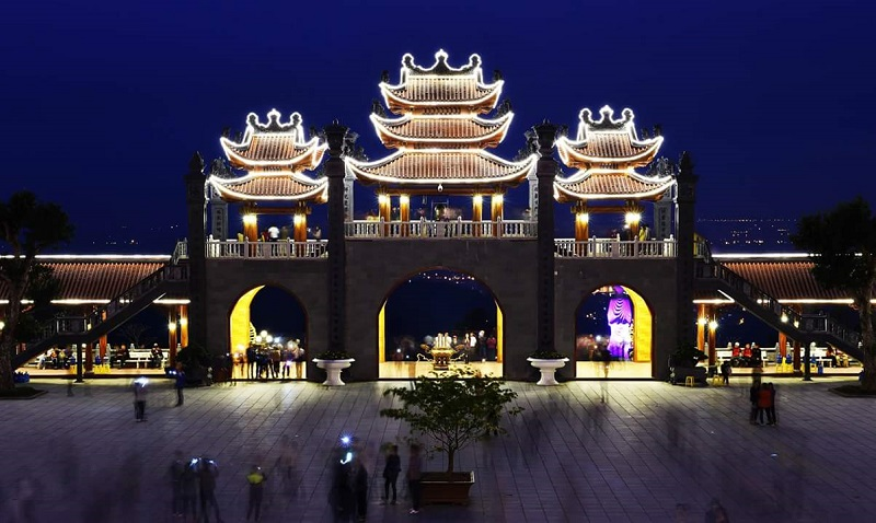 Hình ảnh đẹp về chùa ba vàng Quảng Ninh
