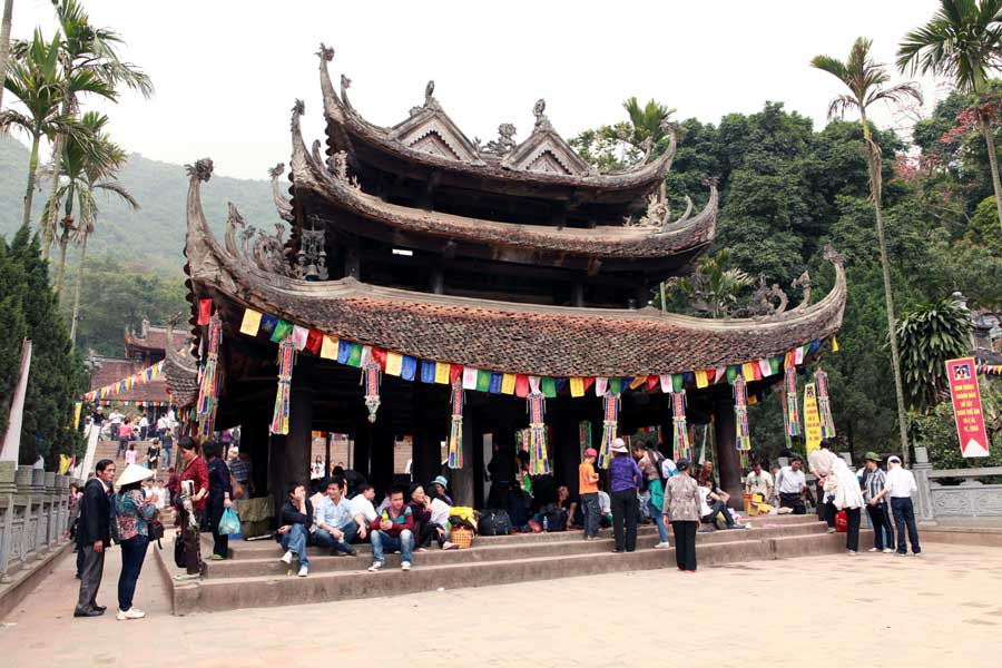 Hình ảnh đẹp về chùa Hương trong lòng khách thập phương