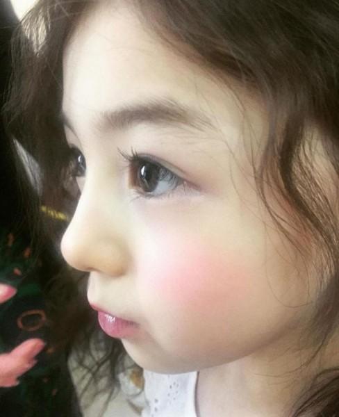 Nhìn ellie ai cũng ước mơ có cô con gái xinh đẹp như thế này
