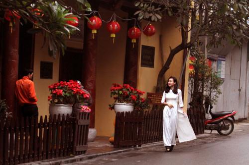 Đền Bạch Mã hiện nay là số nhà 76 phố Hàng Buồm, quận Hoàn Kiếm