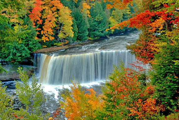 Ngắm Mùa thu lung linh bên thác nước Tahquamenon
