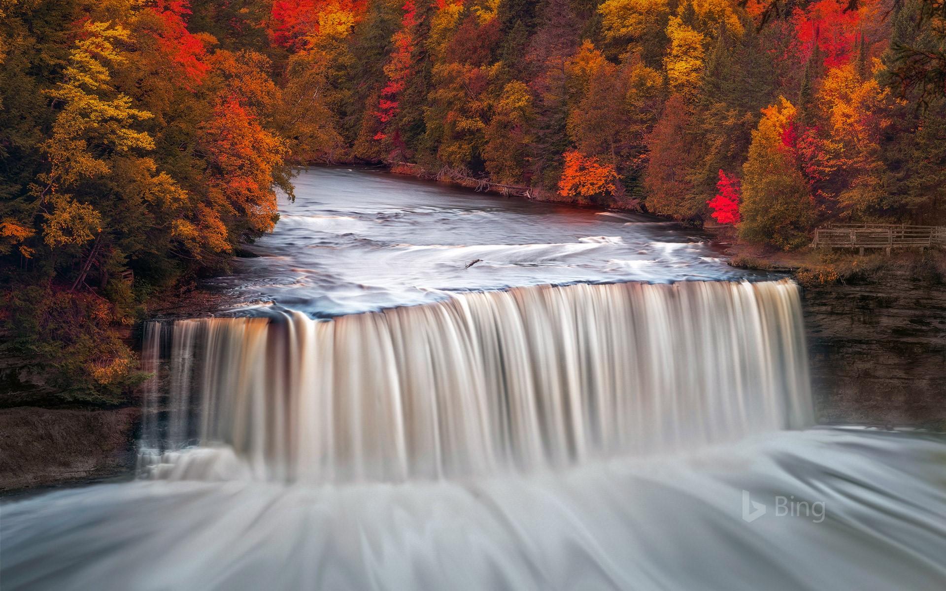 Mùa thu tại Tahquamenon Michigan Mỹ
