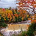 Ngắm phong cảnh tuyệt đẹp bên thác nước Tahquamenon, Mỹ