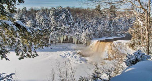 Thác nước Tahquamenon, những ngày mùa đông